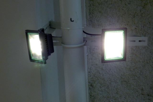 LEDセンサーライト 自動点灯 【30W】